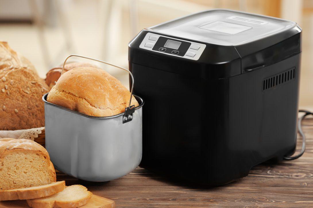 Десять вещей для дома, на которые не стоит тратить деньги: хлебопечка