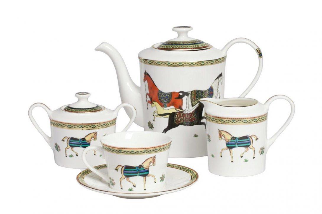 Чайный сервиз с конями