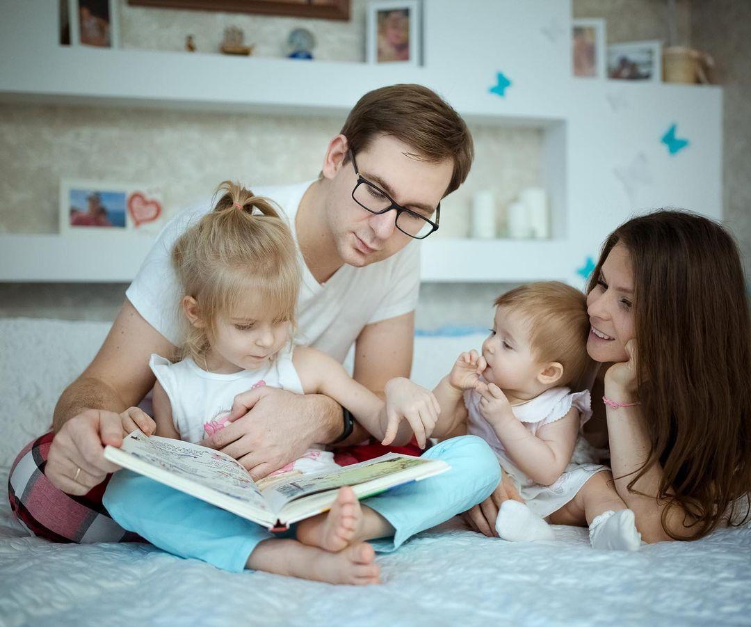 Лучшие фотографии — естественные, когда семья занята своими привычными делами: домашняя фотосессия