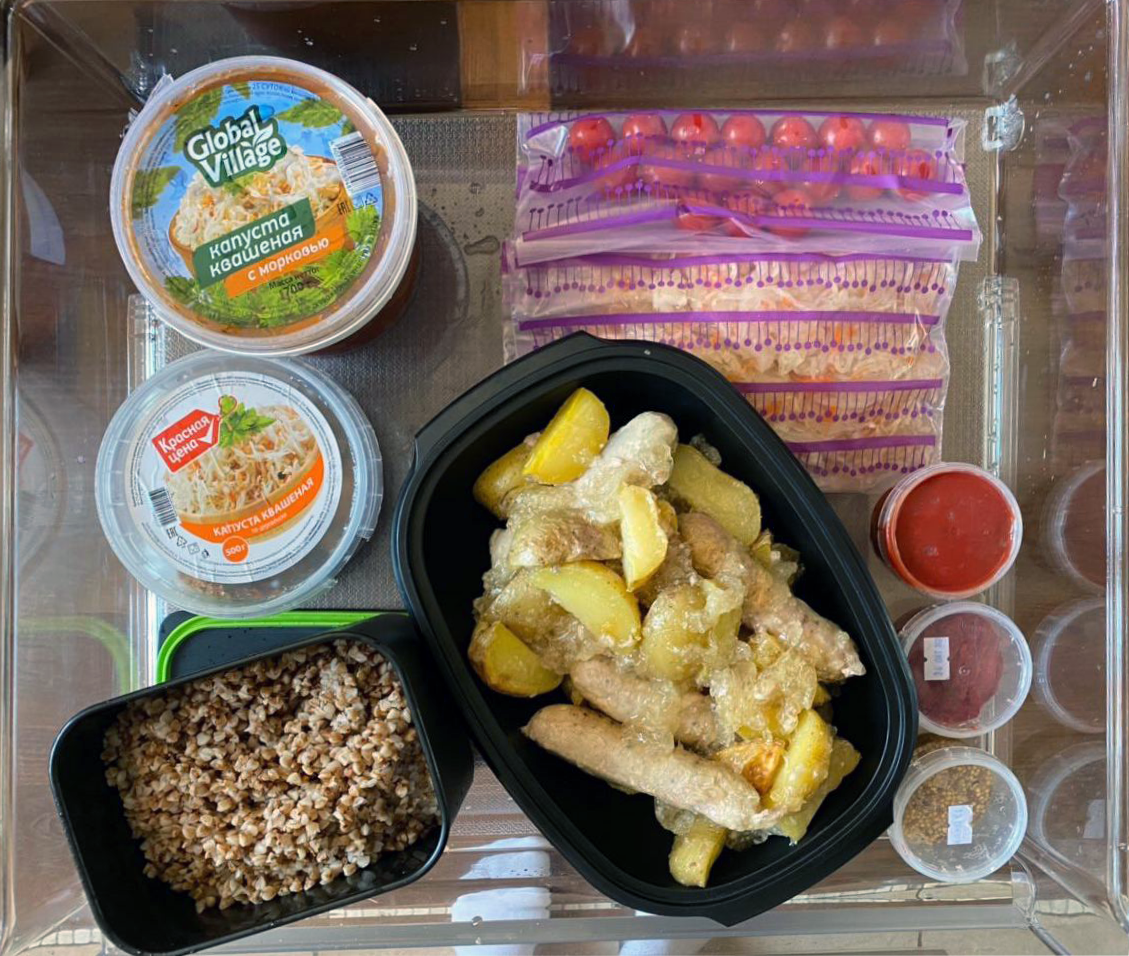 В контейнерах и маленьких баночках от васаби и имбиря еда занимает намного меньше места, чем в кастрюлях и стеклянных банках