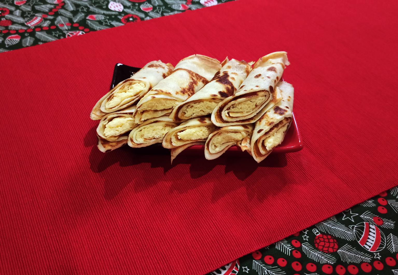 Быстрые праздничные закуски: блинчики с сырной начинкой